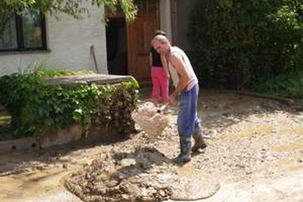 Povodeň v obci Šterusy v roku 2006.