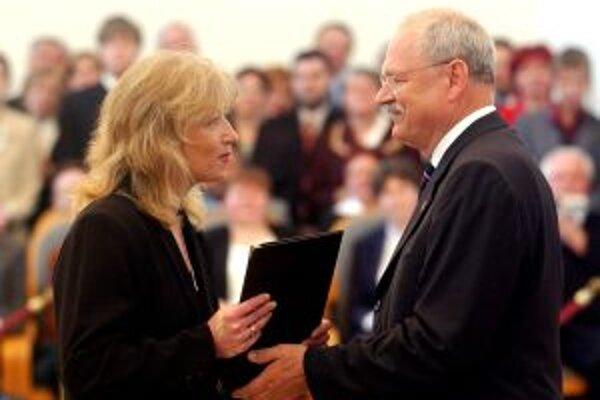 V druhom kole prezidentských volieb sa stretnú Iveta Radičová a Ivan Gašparovič.
