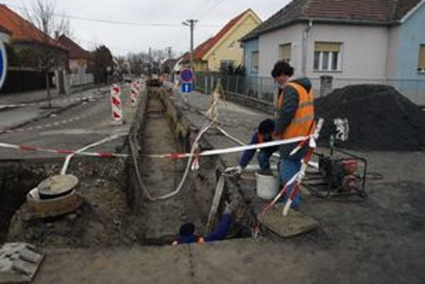 Na Kozáckej ulici si dajte pozor na výkop.