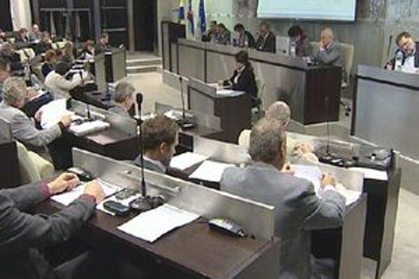 Dnes sa budú poslanci Mestského zastupiteľstva zaoberať aj príspevkami do Centrálneho krízového fondu Trnavského samosprávneho kraja (TTSK).