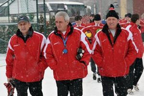 Karol Pecze (vpravo) spoločne so svojimi asistentmi Rastislavom Vincúrom a Petrom Zelenským (v strede).