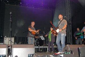 Piešťanská kapela DSlniečko krstila svoje cédečko. FOTO SME - MIRO ČEVELA