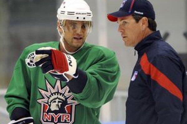 Marián Gáborík (vľavo) a asistent trénera NY Rangers Mike Sullivan.