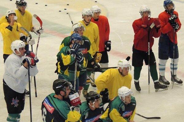 Prievidzkí hokejisti na tréningu.