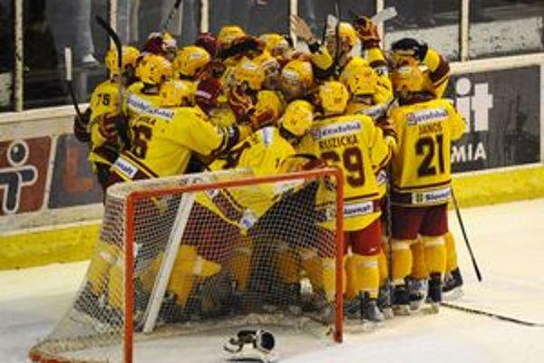 Trenčania si postup vybojovali víťazstvom 5:2 nad Slovanom.