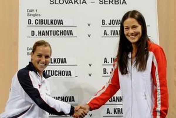 Jednotkami oboch tímov budú v sobotu Dominika Cibulková a Ana Ivanovičová.