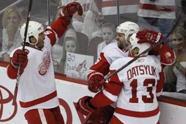 Hokejisti Detroitu sa tešia z gólu.