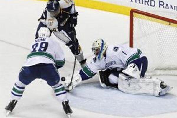 Hokejisti Vancouvru sú jeden postup od postupu do finále Západnej konferencie.