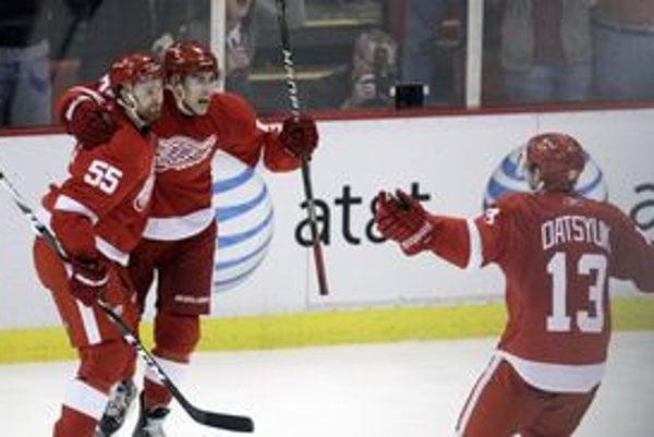 Hokejisti Detroitu otočili sériu so San Jose z 0:3 na 3:3.