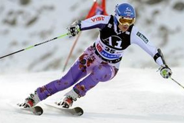 Veronika Zuzulová na trati obrovského slalomu v Soldene.