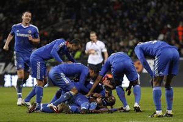 Futbalisti FC Chelsea porazili Bolton na jeho vlastnom trávniku 4:0.