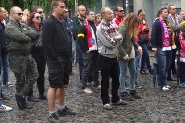 Podporiť rekonštrukciu štadióna prišlo do sto ľudí.