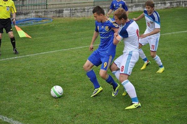 Ruský výber (v bielom) vyhral finálový zápas s Ukrajinou v Trenčianskych Tepliciach.