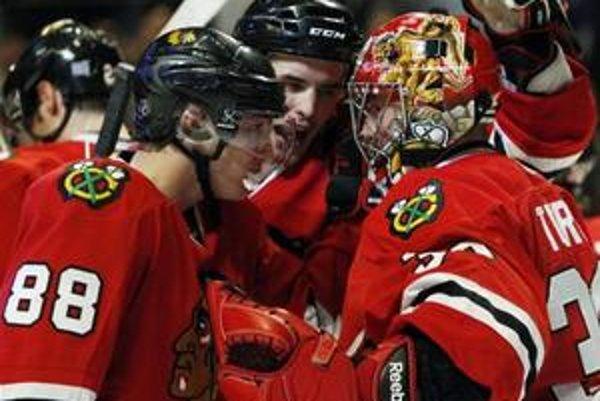 Hokejisti Chicaga vyhrali nad Vancouvrom po samostatných nájazdoch.