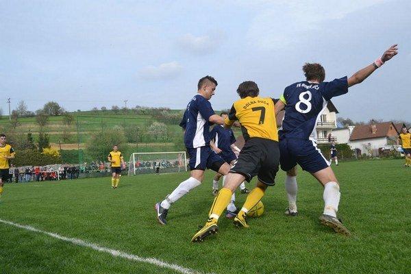 Derby medzi Hornou a Dolnou Súčou vyhrali hostia.