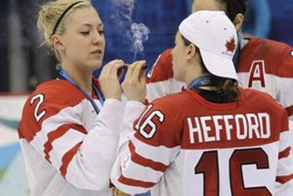 Kanadské hokejistky si dovolili po zápase veľa. Olympijský výbor ich chce potrestať.