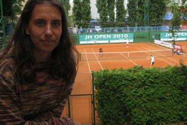 Bývalá svetová trojka vo štvorhre Janette Husárová je aj schopná manažérka. S Radkou Zrubákovou pripravila  25–tisícový  JH Open, druhý najväčší ženský turnaj na Slovensku.