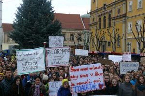 Protest spojil viac ako tisíc žiakov.