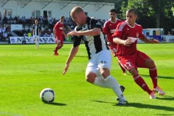 Zo zápasu Spartak Myjava - Banská Bystrica, ktorý sa skončil víťazstvom Bystrice.