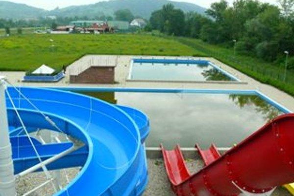 Okrem chýbajúcich sietí na plavárni je vraj aj použitá technológia zastaraná