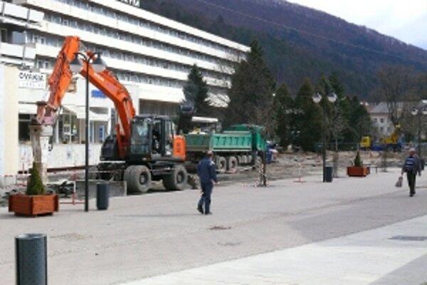 Teplice sprístupnili minulý týždeň zrekonštruované námestie.