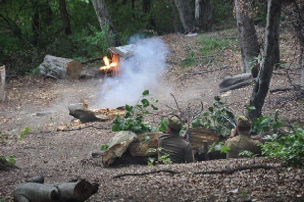Na Jankovom vŕšku predviedli ukážky z bojov druhej svetovej vojn členovia Klubu vojenskej histórie Dukliansky priesmyk z Trenčína.