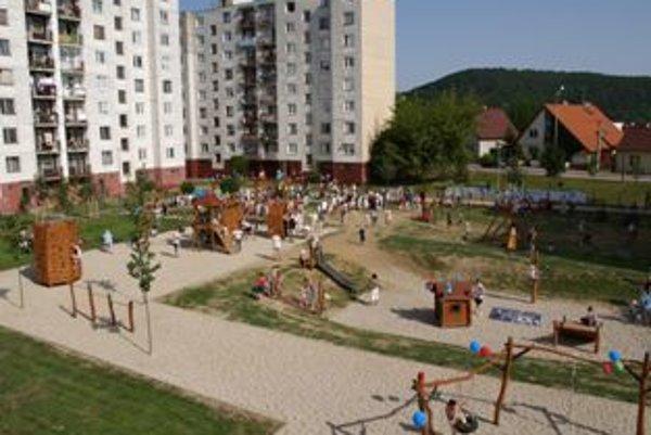 Ihrisko Pádivec patrí k štyrom detským ihriskám, ktorých údržbu má mesto zazmluvnenú.