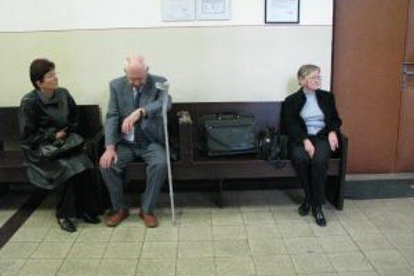 Obžalovaní lekári Zľava Henrieta V., Ján B. a Margita S.