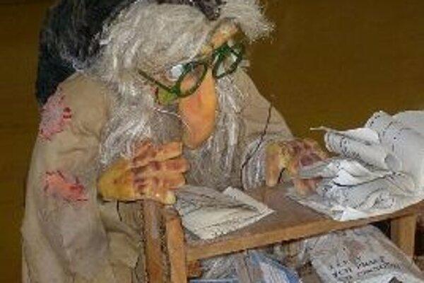 Permoník knižný je jednou z vystavených bábok Vítězslavy Klimtovej.