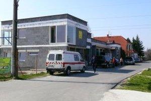 Prístavbu autodielne začal majiteľ bez stavebného povolenia.