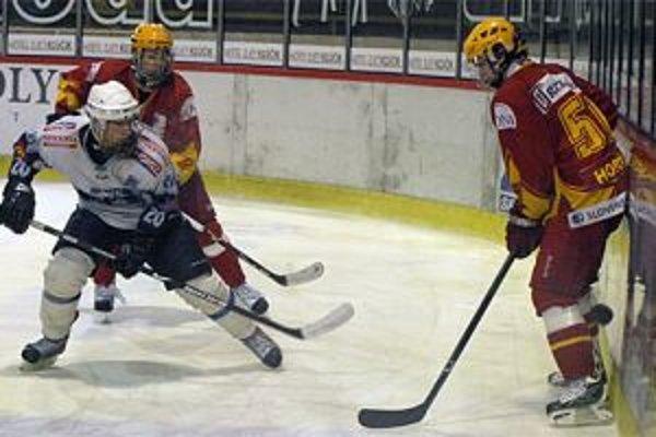 Zverenci Viliama Čacha nezvládli štvrtý duel na ľade Nitry a prehrali 0:3.