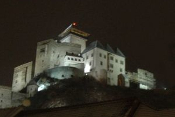 Na hodinu zhasne aj osvetlenie hradu