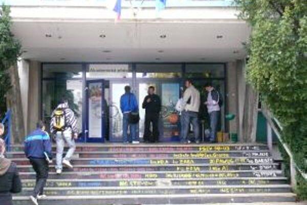 Ilustračné foto. Nezamestnanosť absolventov Trenčianskej univerzity je druhá najvyššia.