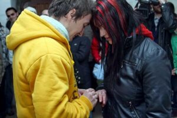 Martin a Zitka sa na Trenčianskom hrade zasnúbili.