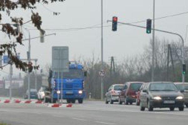 Vybudovanie svetelnej križovatky stálo mesto 42 tisíc eur.