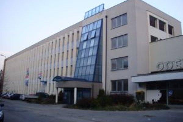 V bývalej administratívnej budove Ozety plánujú vybudovať byty. Mesto v lokalite zatiaľ nezmenilo územný plán.