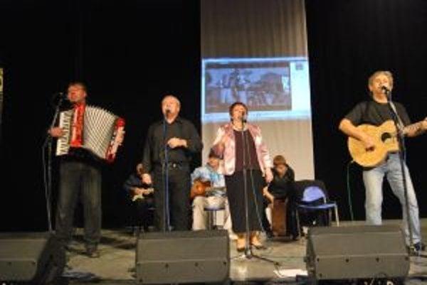 Folk-rocková kapela Premeny pokrstila debutový album Pri morovom stĺpe 8. decembra.