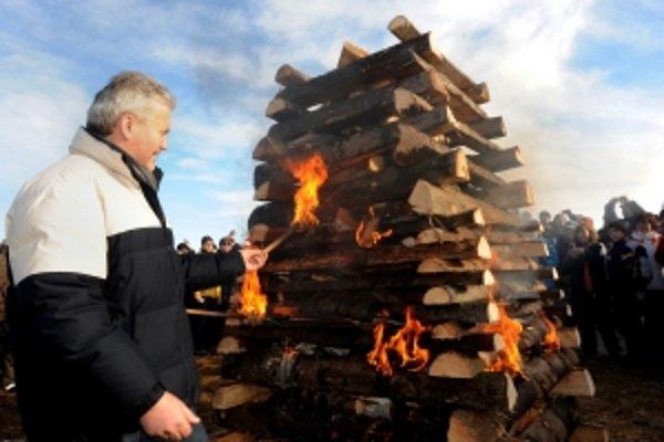 Česko - slovenská vatra priateľstva horela 31. decembra 2009 na hraničnom hrebeni pri pamätníku na Veľkej Javorine, kde sa stretli Slováci a Česi, aby spoločne oslávili príchod Nového roku