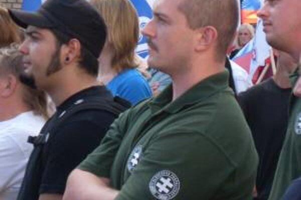 Maríán Kotleba pri svojom vystúpení proti SNS v lete v Ružomberku.