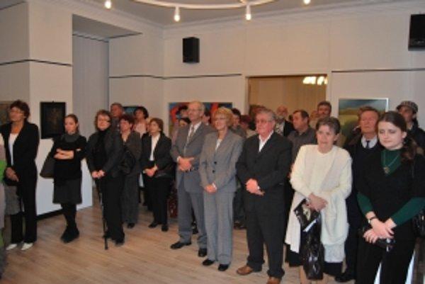 Najväčšia novomestská výstava Návraty pritiahla do rodného mesta desiatky výtvarníkov