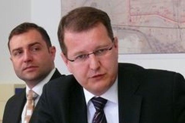 František Sádecký (vľavo) sa s primátorom Branislavom Cellerom nezhodol