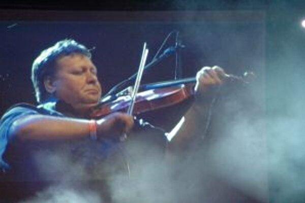 Hedlajnerom večera bol bývalý futbalista, teraz však husľový virtuóz Zipflo Weinrich.