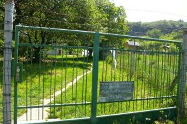 Záhradkárom z osady Halalovka zostávajú ich pozemky. Cintorín bude vedľa.