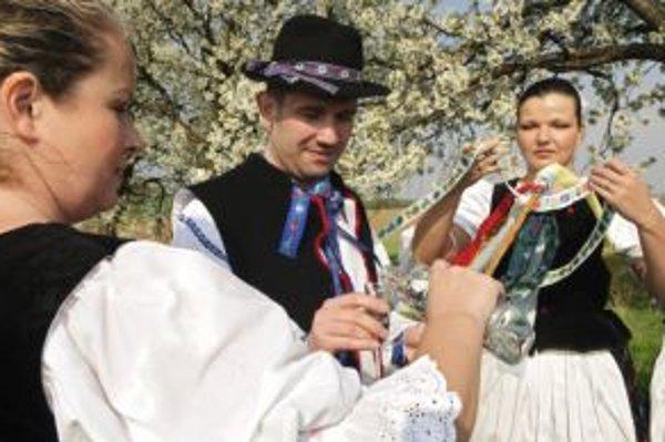 Alkohol sa na verejnosti bude dať piť už len s povolením.