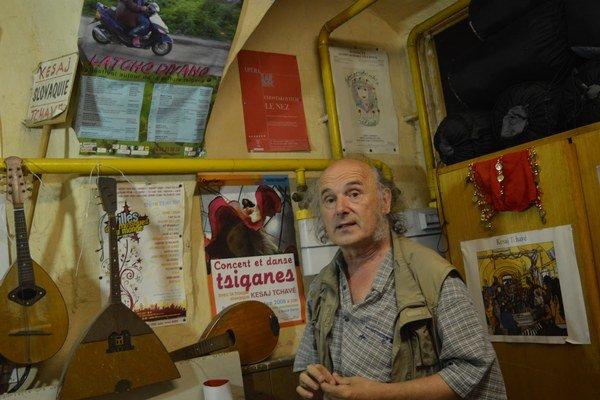 Umelecký vedúci súboru Kesaj čhave Ivan Akimov.