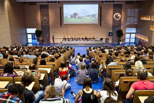 Dnes Ekonomická univerzita nemá žiadnych rómskych študentov.