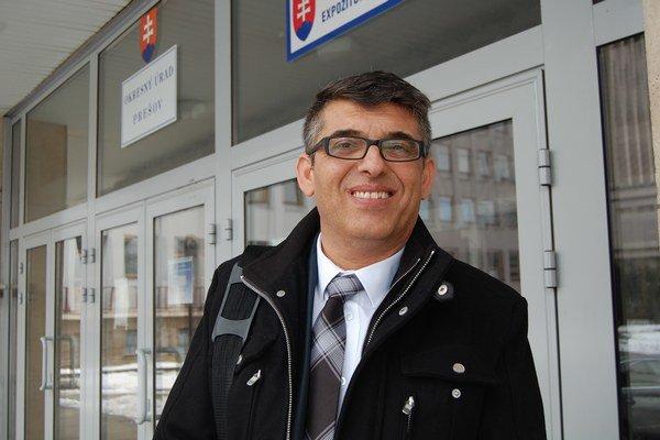 E. Čonka z úradu splnomocnenca vlády pre rómske komunity je v tejto chvíli tiež bezmocný, hoci mu na osude centier záleží.