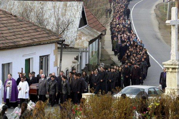 Pohreb je jednou z najvýznamnejších udalostí v živote rómskej komunity.