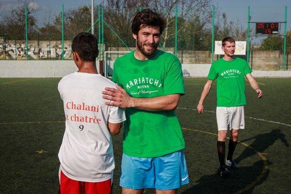 Futbal spojil menšiny s majoritou. Amatéri aj profesionáli si zahrali spoločne proti diskriminácii.
