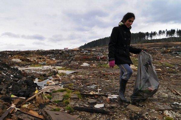 Po osade ostalo obrovské smetisko.